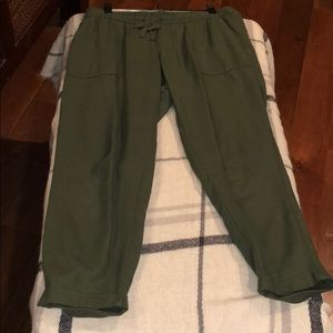 Old Navy olive green cropped linen pants S/P